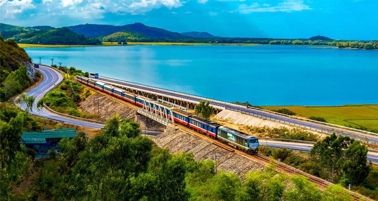 Đường sắt Sài Gòn chạy thêm tàu Sài Gòn - Phan Thiết và Sài Gòn - Nha Trang trong tháng 7